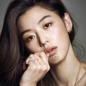 The popular South Korean actress Jun Ji Hyun is the inspiration for many young Chinese women seeking surgery.
