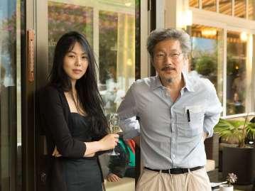 der-gewinner-des-goldenen-leoparden-regisseur-hong-sangsoo-und-darstellerin-kim-min-hee-am-samstag-beim-traditionellen-dinner-der-preistraeger-handout-2